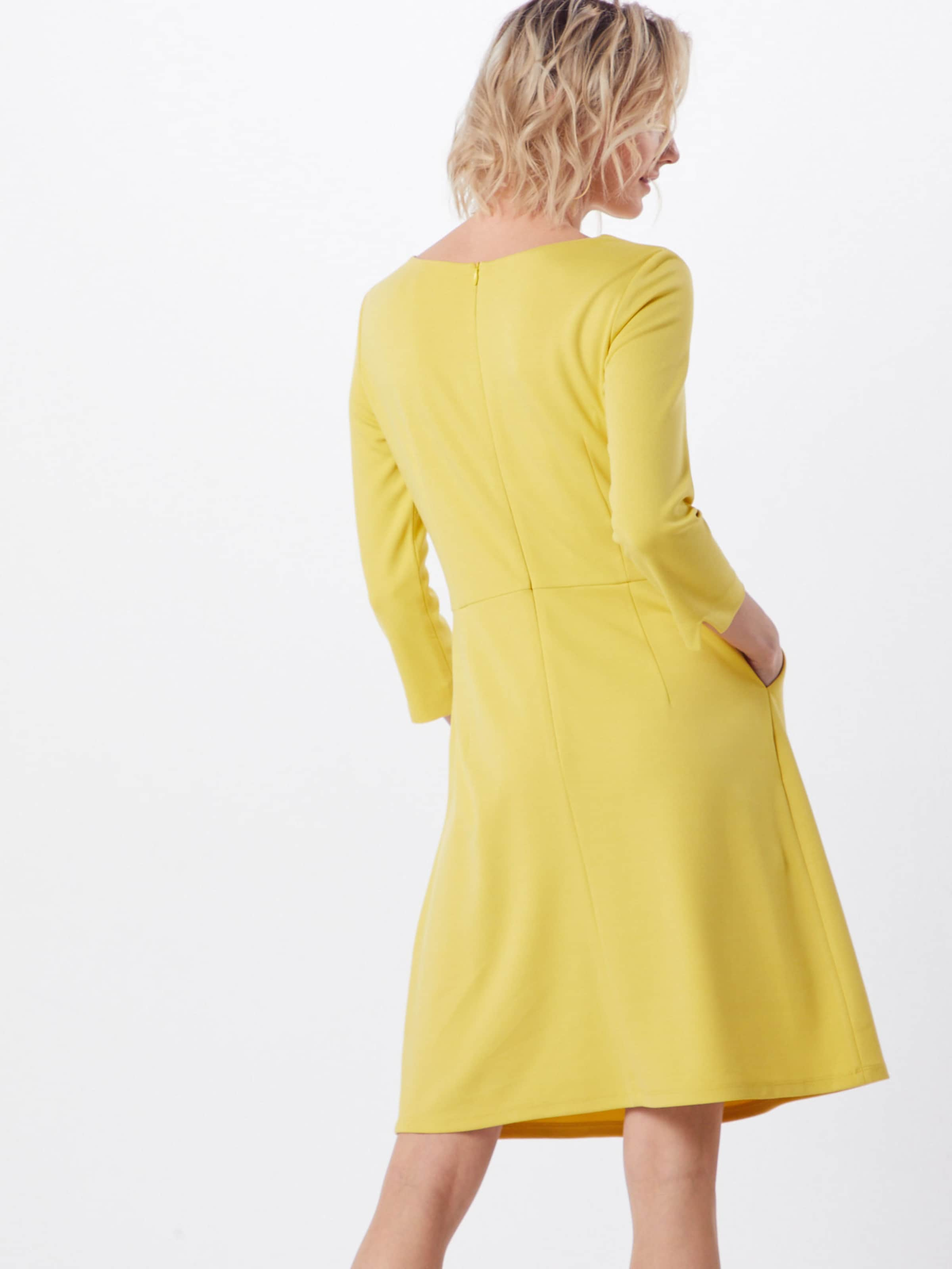 En Moreamp; Robe Jaune En Moreamp; Robe XP80knONw