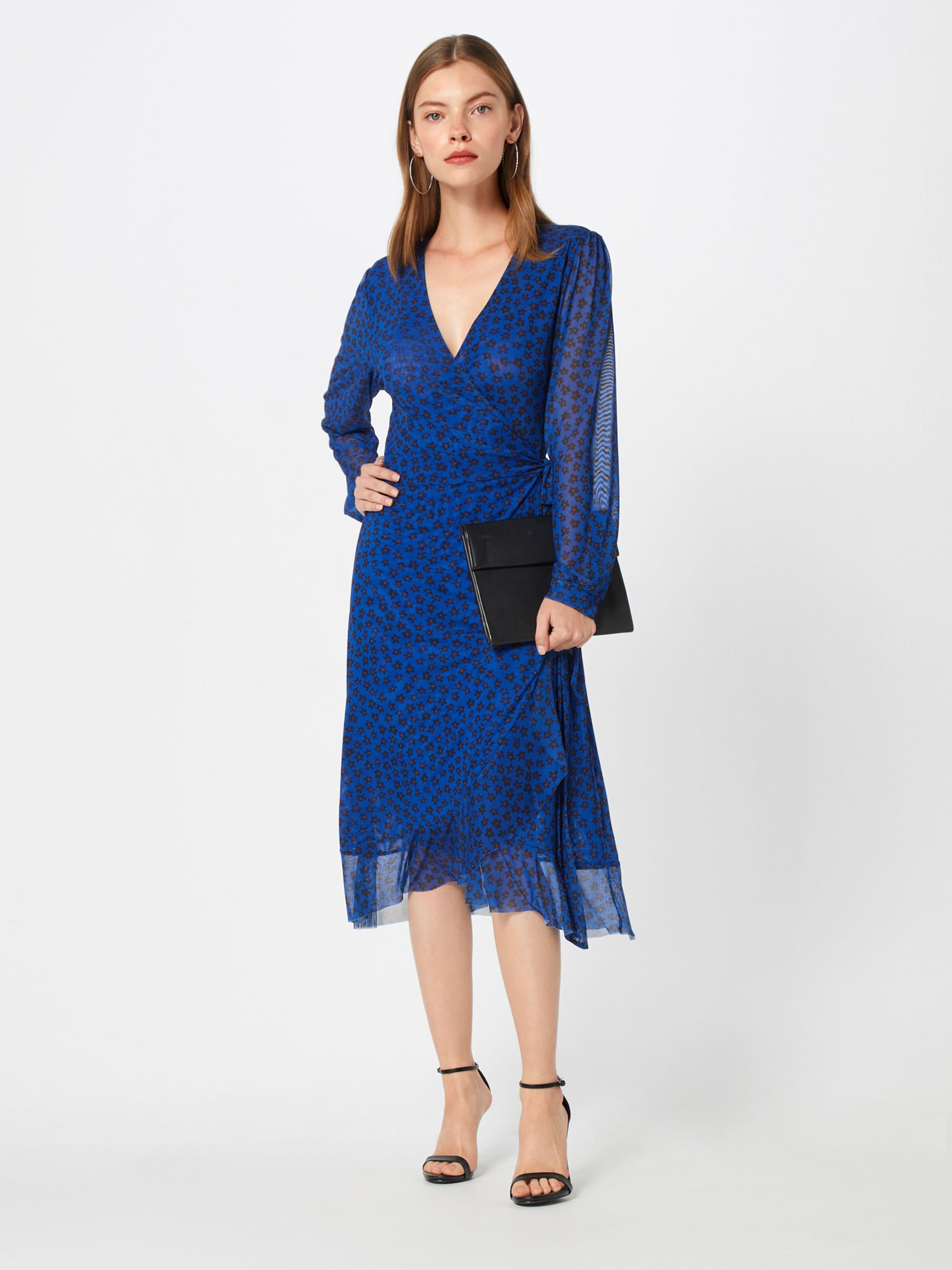 En Robe Bleu Soaked De RoiNoir Luxury Cocktail In lTKcF1J3