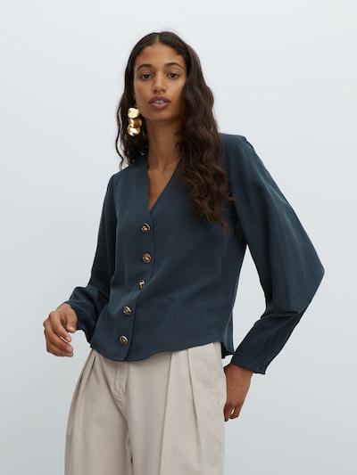 EDITED Bluse 'Dion' in dunkelgrün, Modelansicht