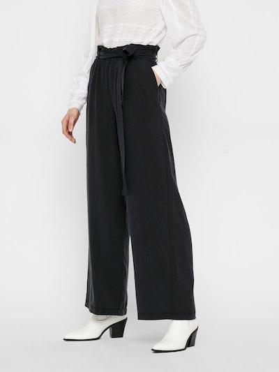 PIECES Broek in de kleur Zwart, Modelweergave