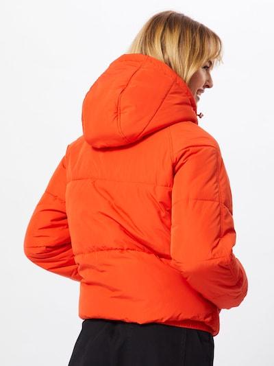 Žieminė striukė 'Claude' iš ABOUT YOU , spalva - neoninė oranžinė: Vaizdas iš galinės pusės