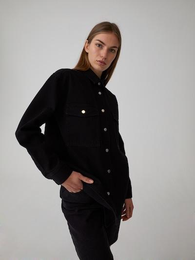 EDITED Bluza 'Filiz ' | črna barva, Prikaz modela