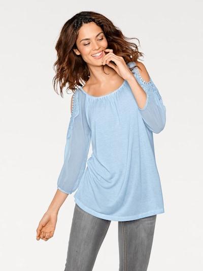 heine Blusenshirt in hellblau, Modelansicht
