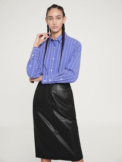 EDITED Bluzka 'Marja' w kolorze niebieski / białym, Podgląd na modelu(-ce)