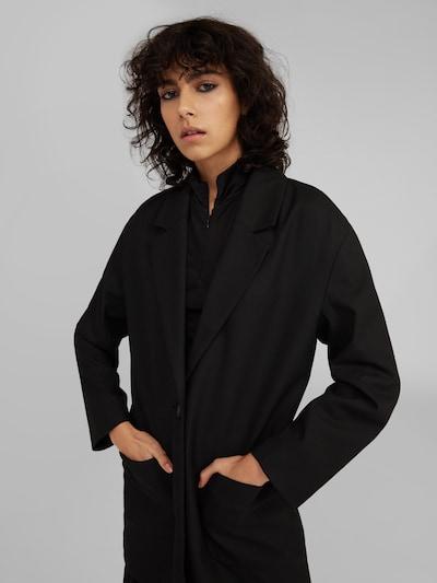 EDITED Blazer 'Isamar' en noir, Vue avec modèle