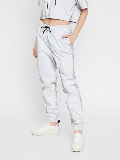 Noisy may Pantalon 'NMRANDY NW REFLEX PANT' en argent, Vue avec modèle