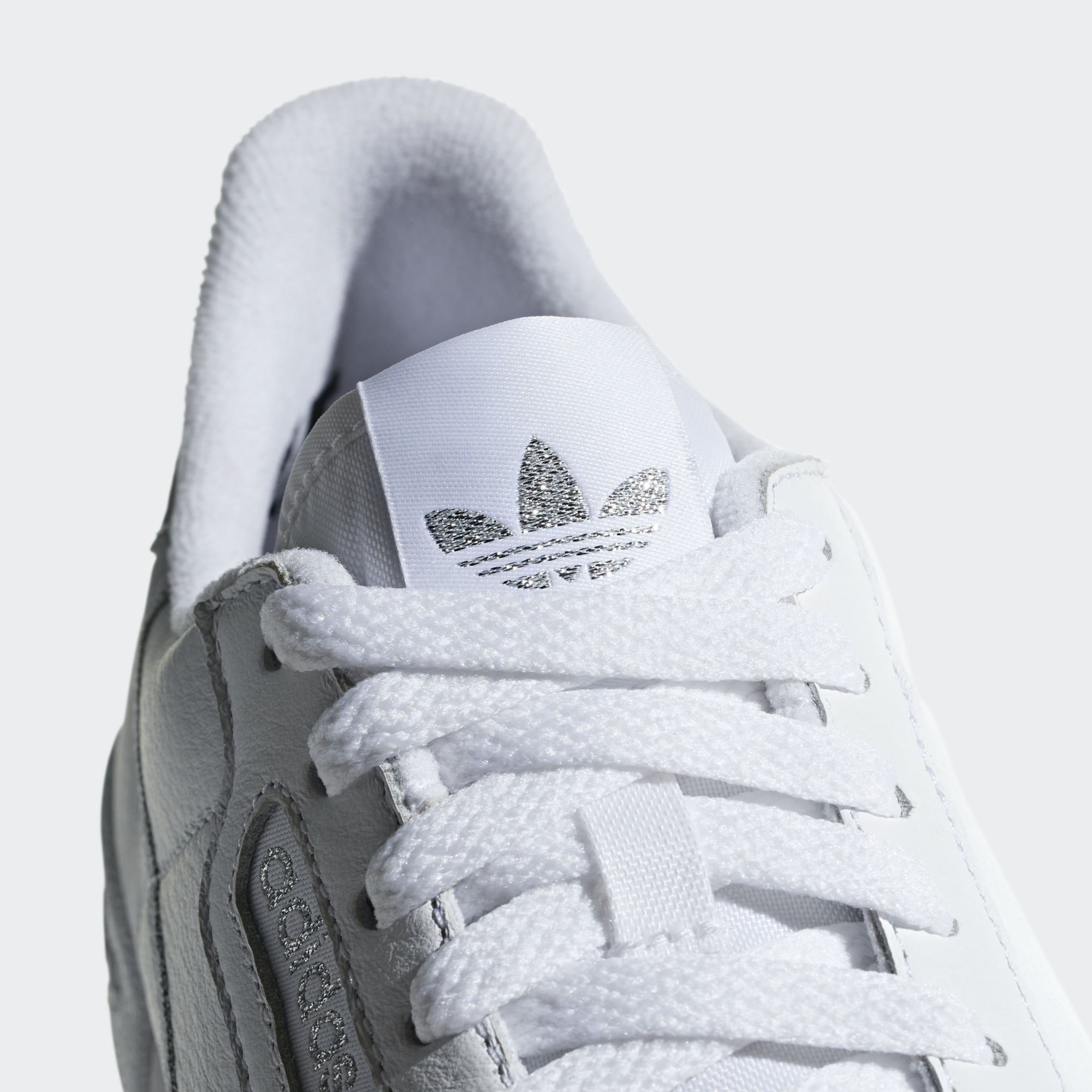 ADIDAS ORIGINALS Låg sneaker i silver / vit