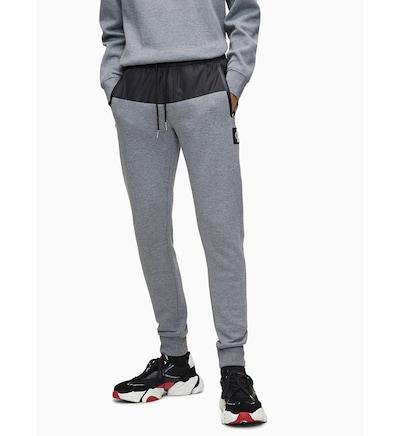 Calvin Klein Jogginghose in graumeliert / schwarz, Modelansicht