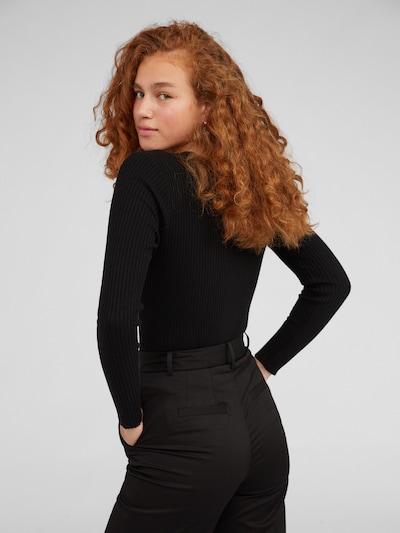 Pulover 'Alesia' EDITED pe negru: Privire spate