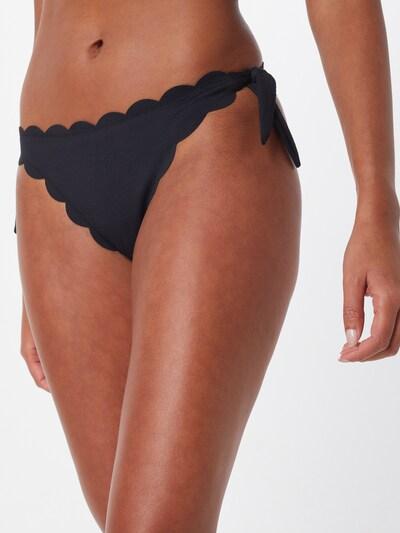Hunkemöller Bikiniunderdel 'Scallop Goddess Cheeky' i svart, På modell
