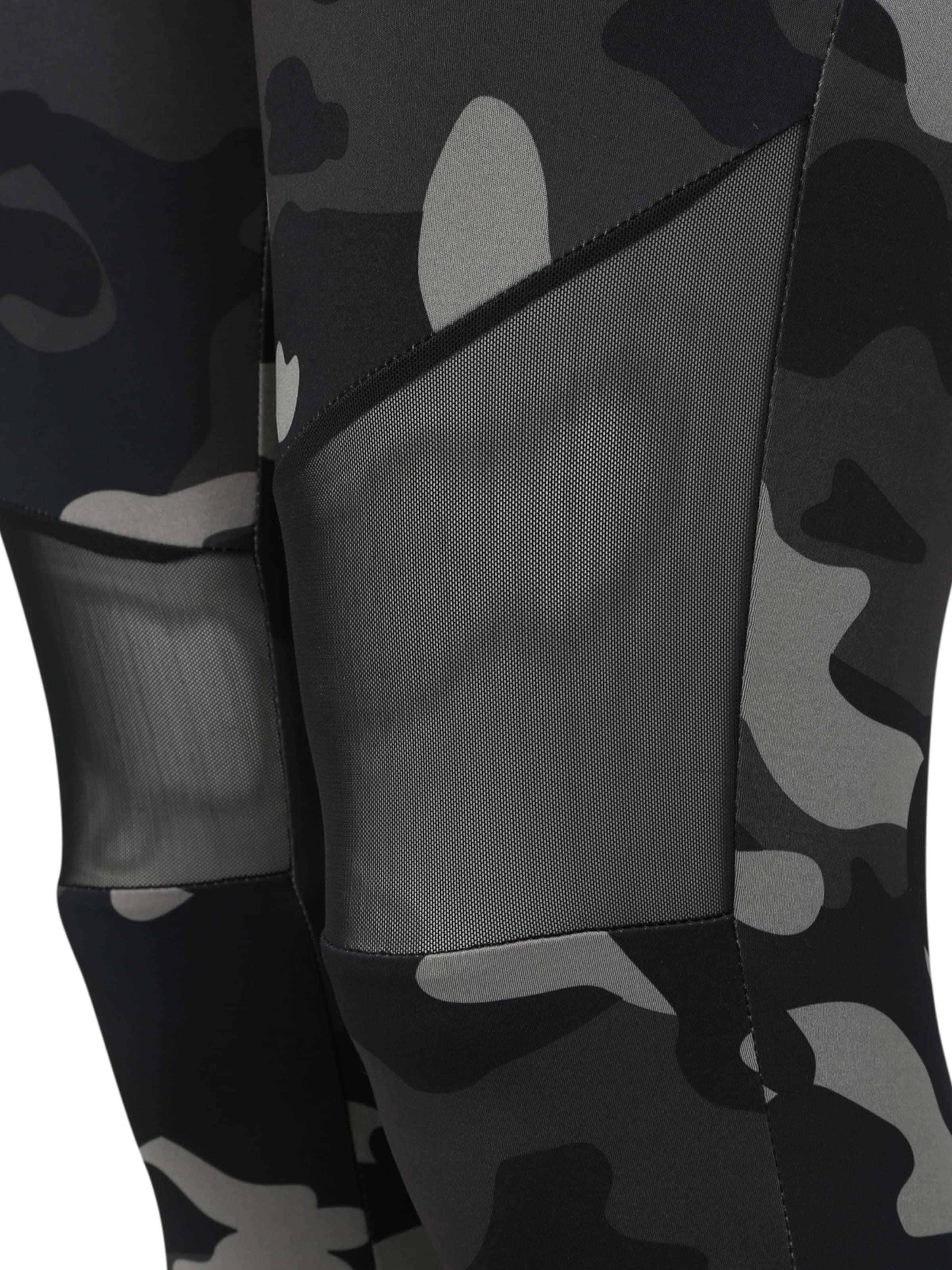 Urban Classics Curvy Leggings 'Ladies Camo Tech Mesh Leggings' i grå / svart / vit