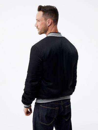 ABOUT YOU x Magic Fox Prehodna jakna 'Jan' | rdeča / črna barva: Pogled od zadnje strani