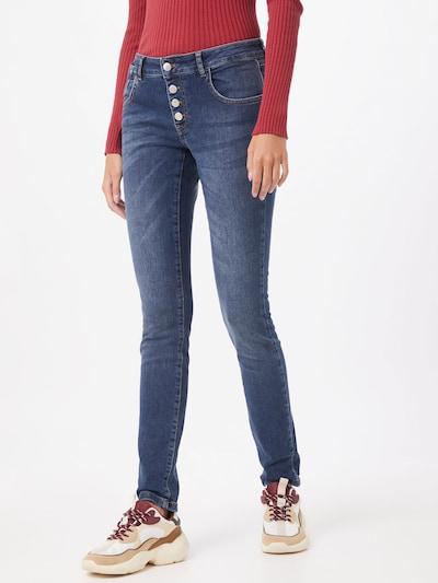 ZABAIONE Jeans 'Kim' in blue denim, Modelansicht