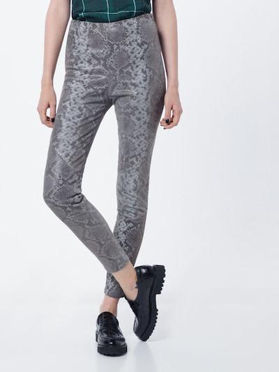 Pantaloni 'Nori Snake' tigha pe gri argintiu / negru / argintiu: Privire frontală