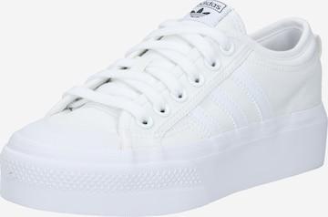 ADIDAS ORIGINALS Rövid szárú edzőcipők 'Nizza Platform' - fehér