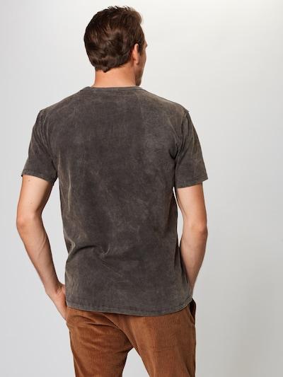 Tricou 'LIAS' DRYKORN pe gri închis: Privire spate