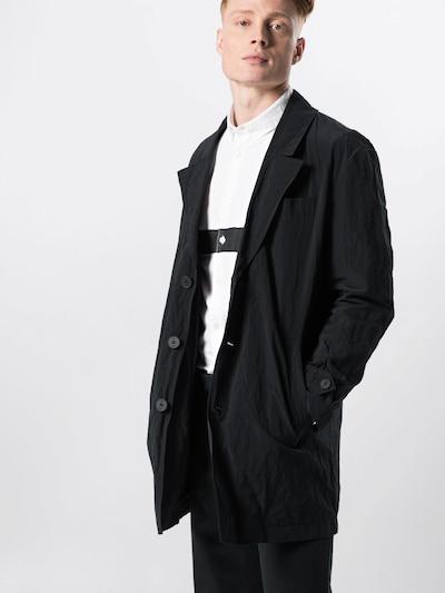 DRYKORN Manteau mi-saison 'SUNT' en noir, Vue avec modèle