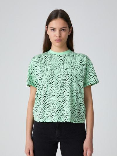 EDITED T-Shirt  'Leah' in grün / schwarz, Modelansicht