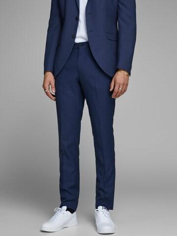 Pantaloni con piega frontale di JACK & JONES in blu