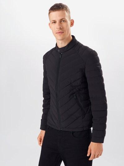 GUESS Prehodna jakna | črna barva, Prikaz modela