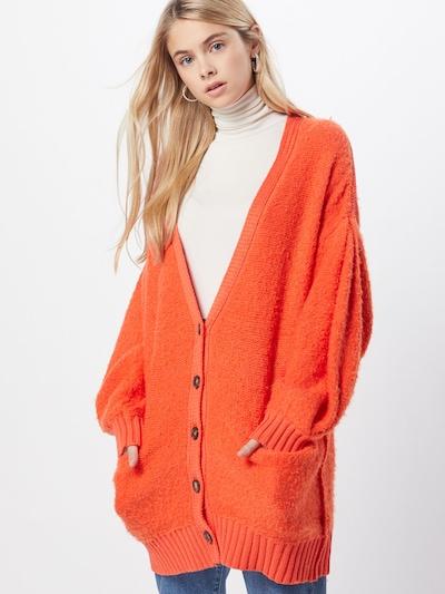 Free People Cardigan oversize 'SNOW DROP' en orange, Vue avec modèle
