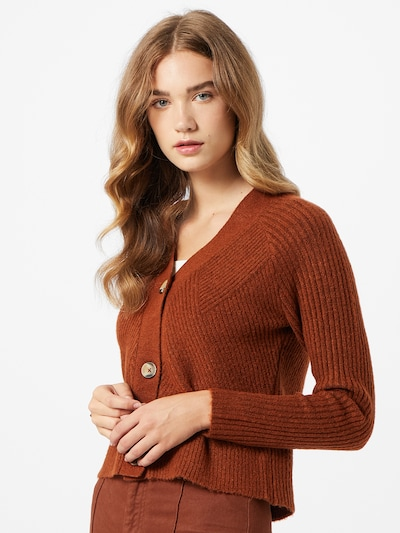ONLY Strickjacke 'CAROL' in rostbraun, Modelansicht