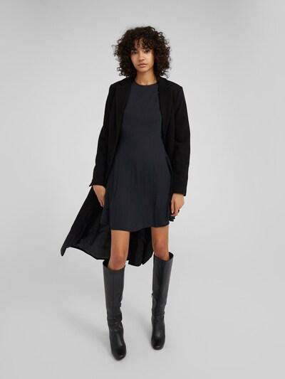 EDITED Mantel 'Airin' in schwarz, Modelansicht