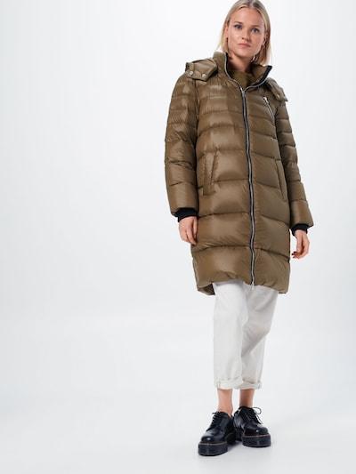 Y.A.S Wintermantel in de kleur Kaki, Modelweergave