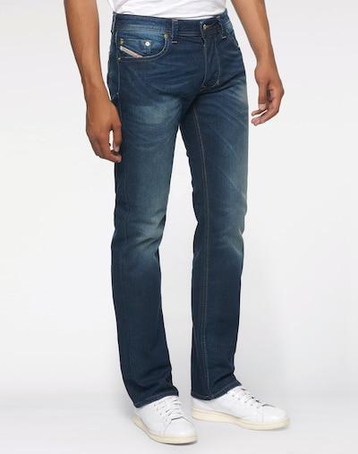 DIESEL Jeans 'Larkee' in de kleur Donkerblauw, Modelweergave