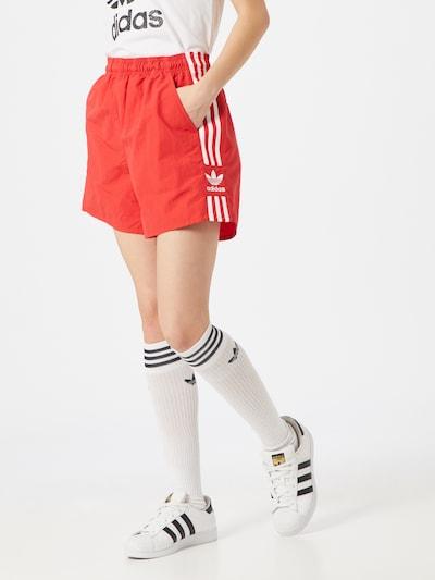 ADIDAS ORIGINALS Shorts in hellrot / weiß, Modelansicht