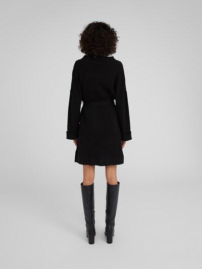 Rochie tricotat 'Nata' EDITED pe negru: Privire spate