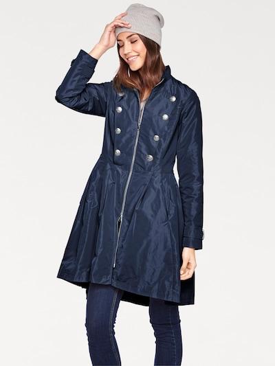 heine Mantel in dunkelblau, Modelansicht
