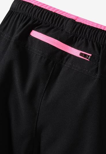 PEAK Shorts mit optimalem Feuchtigkeitsmanagement in schwarz, Produktansicht