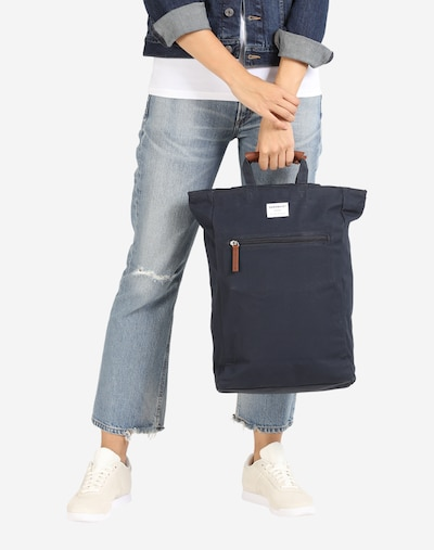 SANDQVIST Plecak 'Tony' w kolorze ciemny niebieski / brązowym, Podgląd na modelu(-ce)