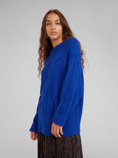 EDITED Trui 'Delano' in de kleur Blauw, Modelweergave