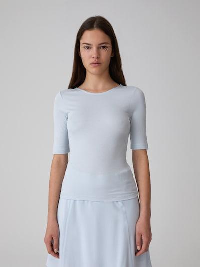 Tricou 'Linh' EDITED pe albastru deschis, Vizualizare model