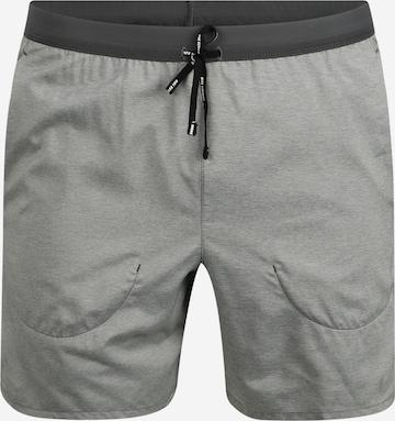 Pantaloni sportivi 'Flex Stride' di NIKE in grigio