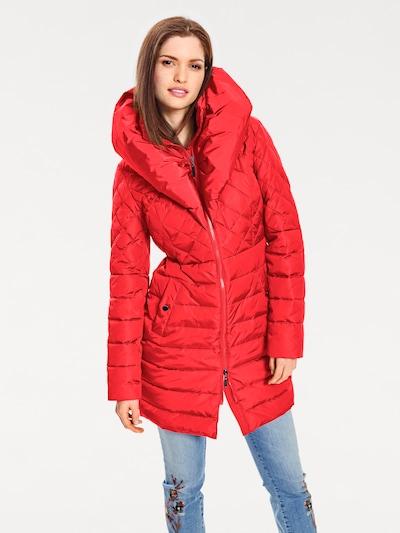 heine Steppmantel mit Stehkragen in rot, Modelansicht