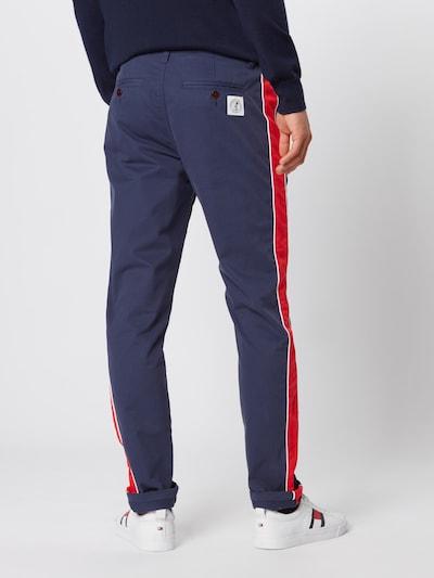Tommy Jeans Pantalon chino 'STRIPE SCANTON' en bleu foncé / rouge: Vue de dos