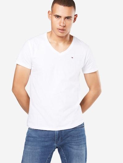 Tommy Jeans T-Shirt 'TJM ORIGINAL JERSEY V NECK TEE' en blanc, Vue avec modèle