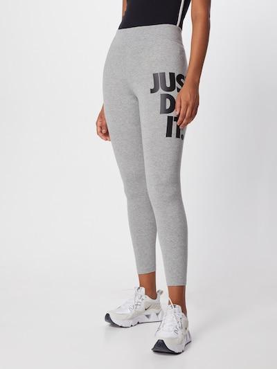 Nike Sportswear Leggings in grau, Modelansicht