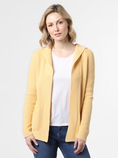 Marie Lund Strickhülle in gelb, Modelansicht
