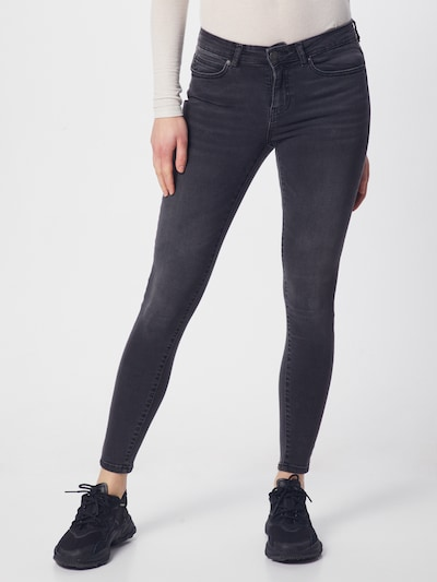 Noisy may Jeans 'NMLUCY' in de kleur Grey denim, Modelweergave