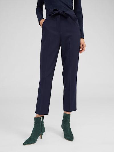 EDITED Pantalon à plis 'Bobby' en bleu nuit, Vue avec modèle