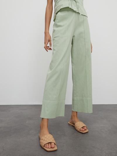 EDITED Pantalon 'Soyara' en vert, Vue avec modèle