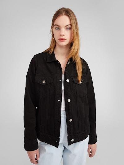 EDITED Tussenjas 'Freja' in de kleur Zwart, Modelweergave
