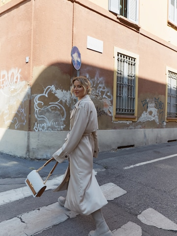 Nude Trench Look
