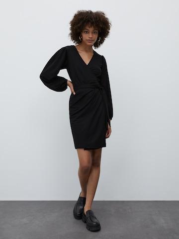 Rochie 'Phyllis' de la EDITED pe negru