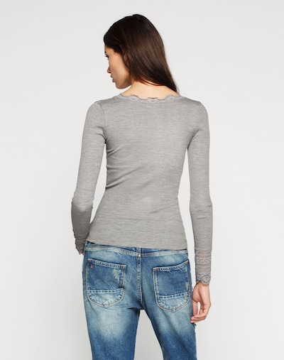 Maglietta rosemunde di colore grigio chiaro: Vista da dietro