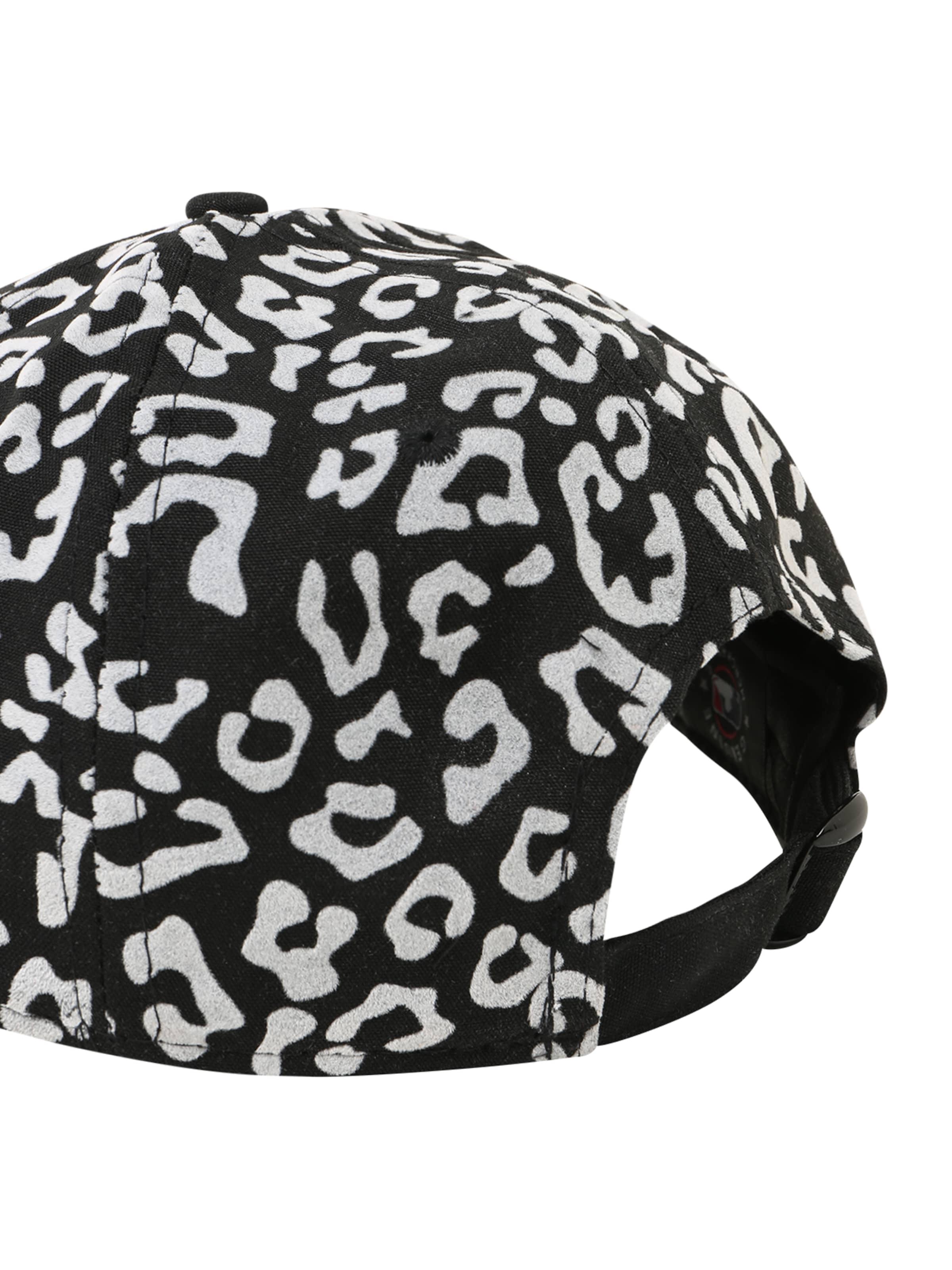 NEW ERA Cap in schwarz / weiß